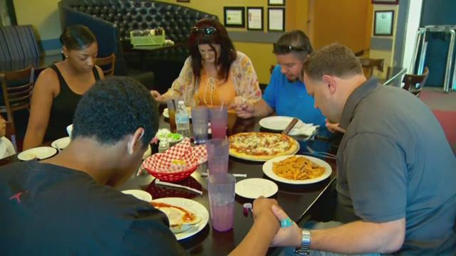 Leander restaurant giving back to family affected by crash